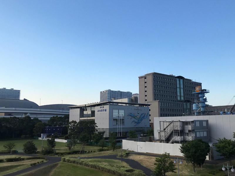 「夢の大橋」から東京都の水の科学館方面