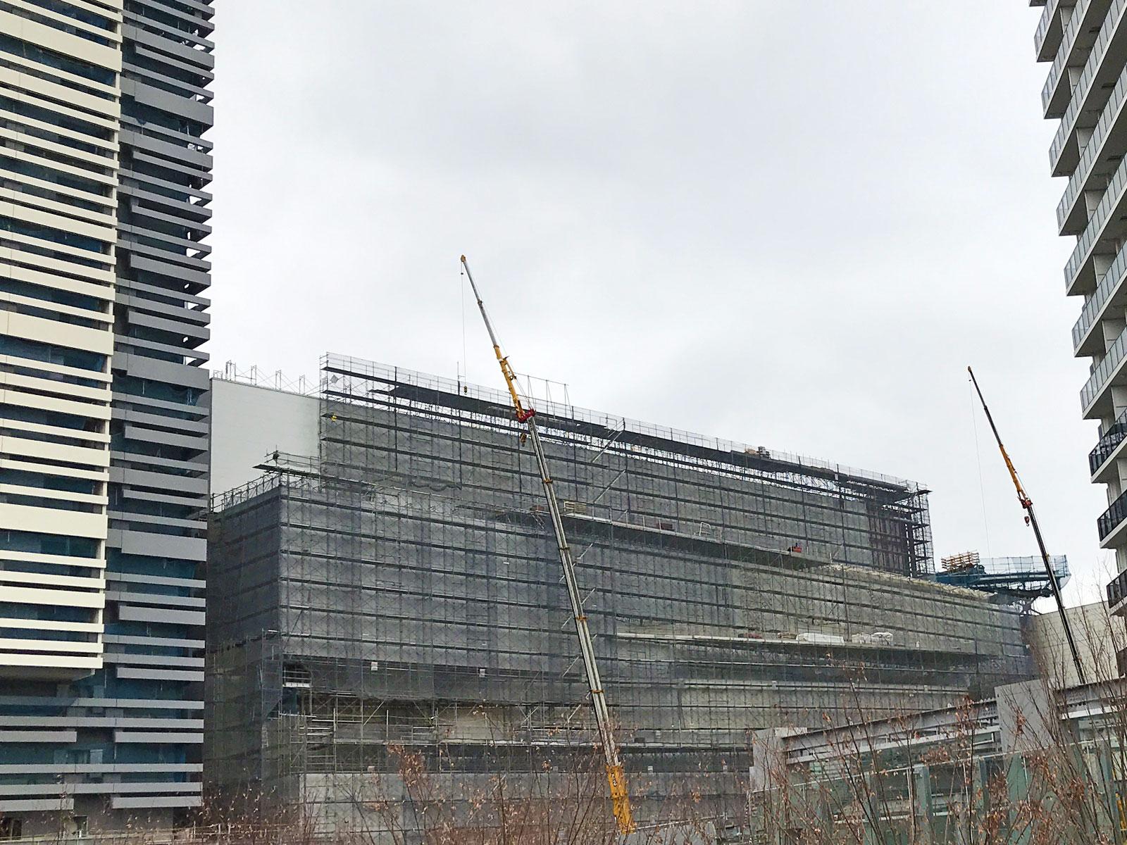 周辺商業施設の建設現場 有明に劇場型イベントホール「東京ガーデンシアター」が2020年5月誕生。